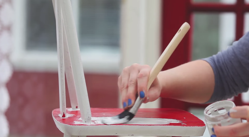 How To Paint Furniture Without Sanding #DIY #furniturepainting #paintedfurniture #homedecor #videotutorial #howto #tutorial - www.countrychicpaint.com/blog