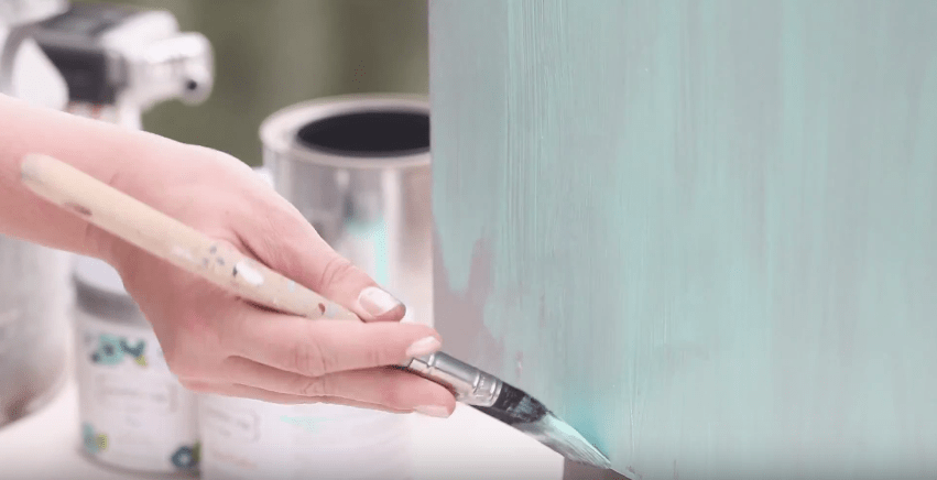 How to Mix Glaze in Any Color #DIY #tutorial #videotutorial #clearglaze #glaze #howto #furniturepainting #paintedfurniture #paintingtechniques - blog.countrychicpaint.com