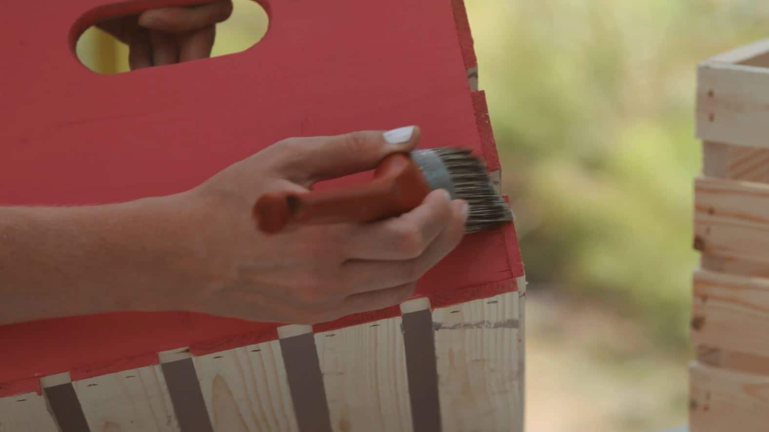 Crackle Medium Tutorial #DIY #antique #countrychicpaint #crackle #cracklemedium #furniturepaint #paintedfurniture #rustic #faux #howto #tutorial #video - blog.countrychicpaint.com