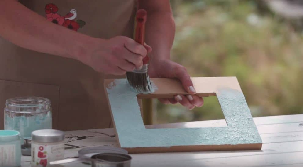 How To Create Layered Finishes with Texture Powder #DIY #furniturepaint #paintedfurniture #homedecor #howto #tutorial #video #countrychicpaint #texturepowder #texture #fauxfinish #layer #distressed #rustic - blog.countrychicpaint.com