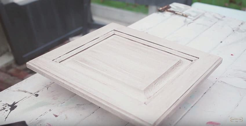 How to Antique Kitchen Cabinets with Glaze #DIY #furniturepaint #countrychicpaint #paintedfurniture #homedecor #painting #tutorial #tips #howto #video #glaze #furnitureglaze #durability #durable #antique #antiquing #wax #refurbish #cabinet #cabinetry #kitchen - blog.countrychicpaint.com