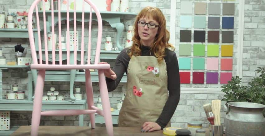 How To Paint Gold Dipped Furniture with Country Chic Paint #DIY #furniturepaint #paintedfurniture #chalkpaint #homedecor #countrychicpaint #howto #tutorial #video #instructions #gold #dipped #modern - www.countrychicpaint.com/tutorials