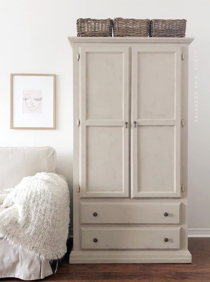 Armoire in Pop The Bubbly