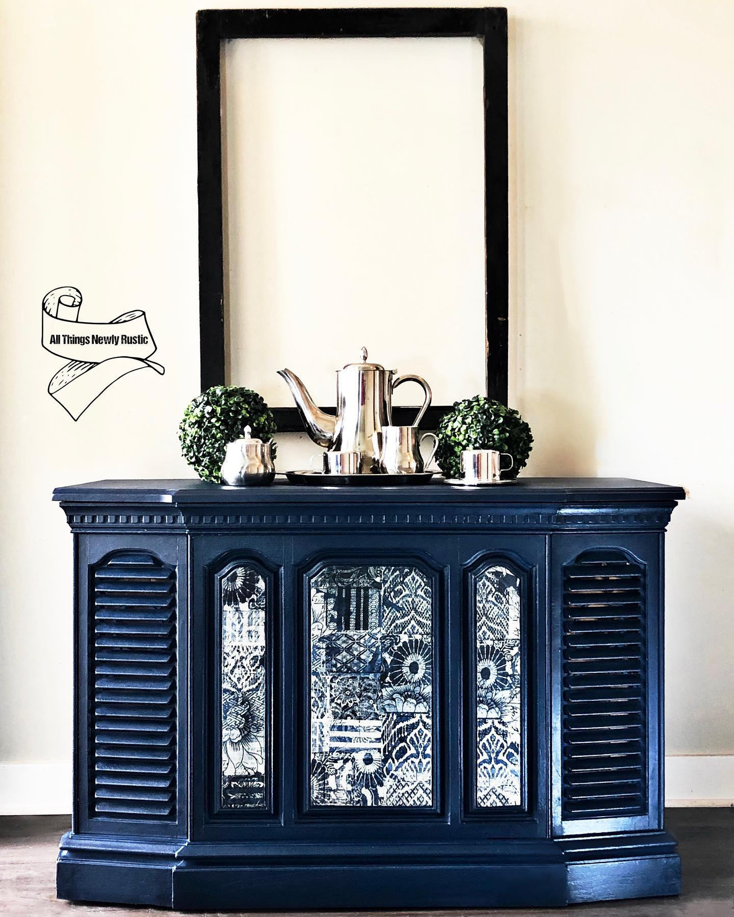 Hall/Foyer Accent Table in Peacoat with Black Wax