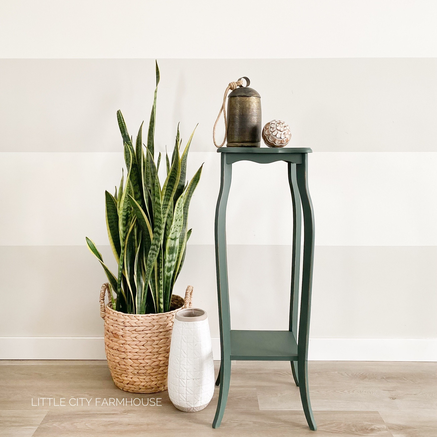 Decorative Table in Hollow Hill with plnat in wicker basket