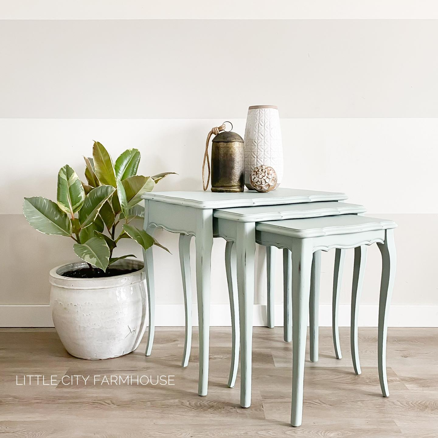 Set of Nesting Tables in Lazy Linen