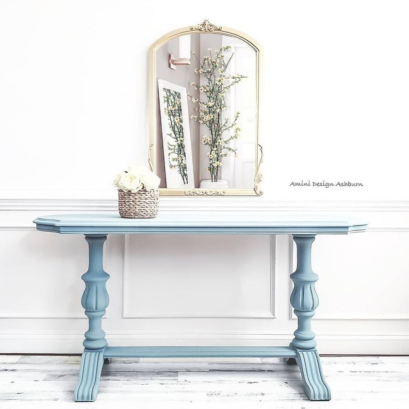 Hall/Foyer Accent Table in Bliss with Black Wax