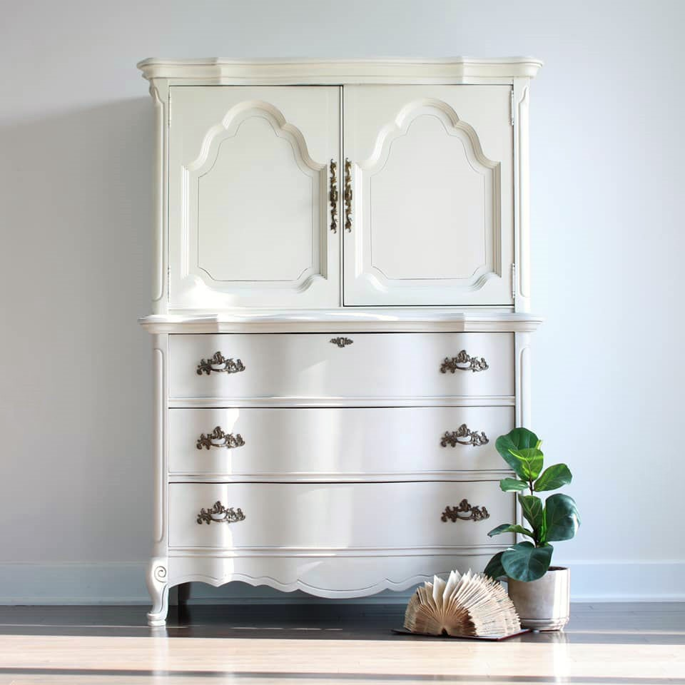 Armoire in Cheesecake and Pop The Bubbly