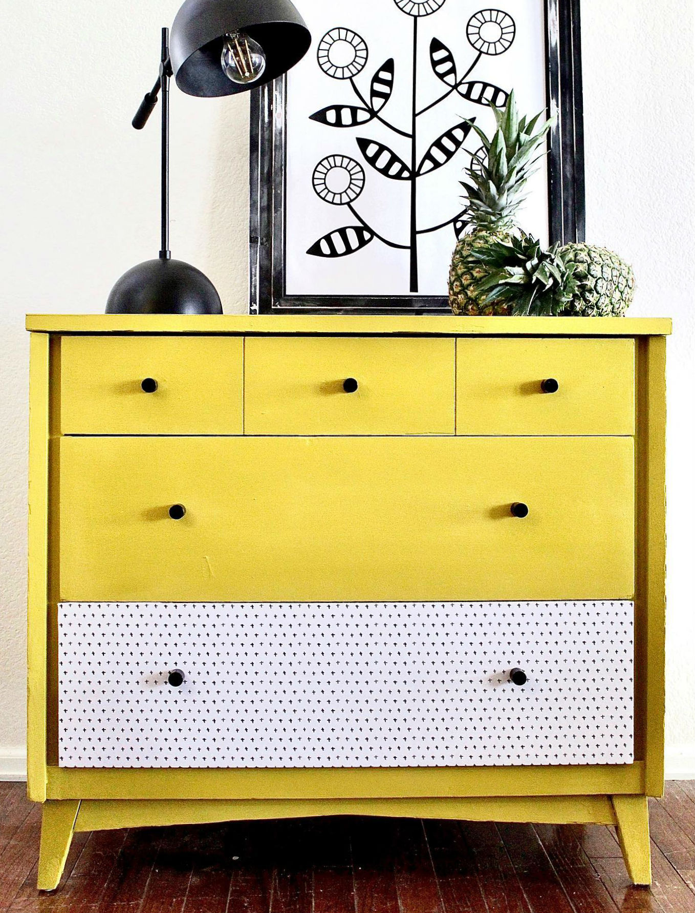 Small Cabinet/Dresser in Luminous with Decorate Drawer