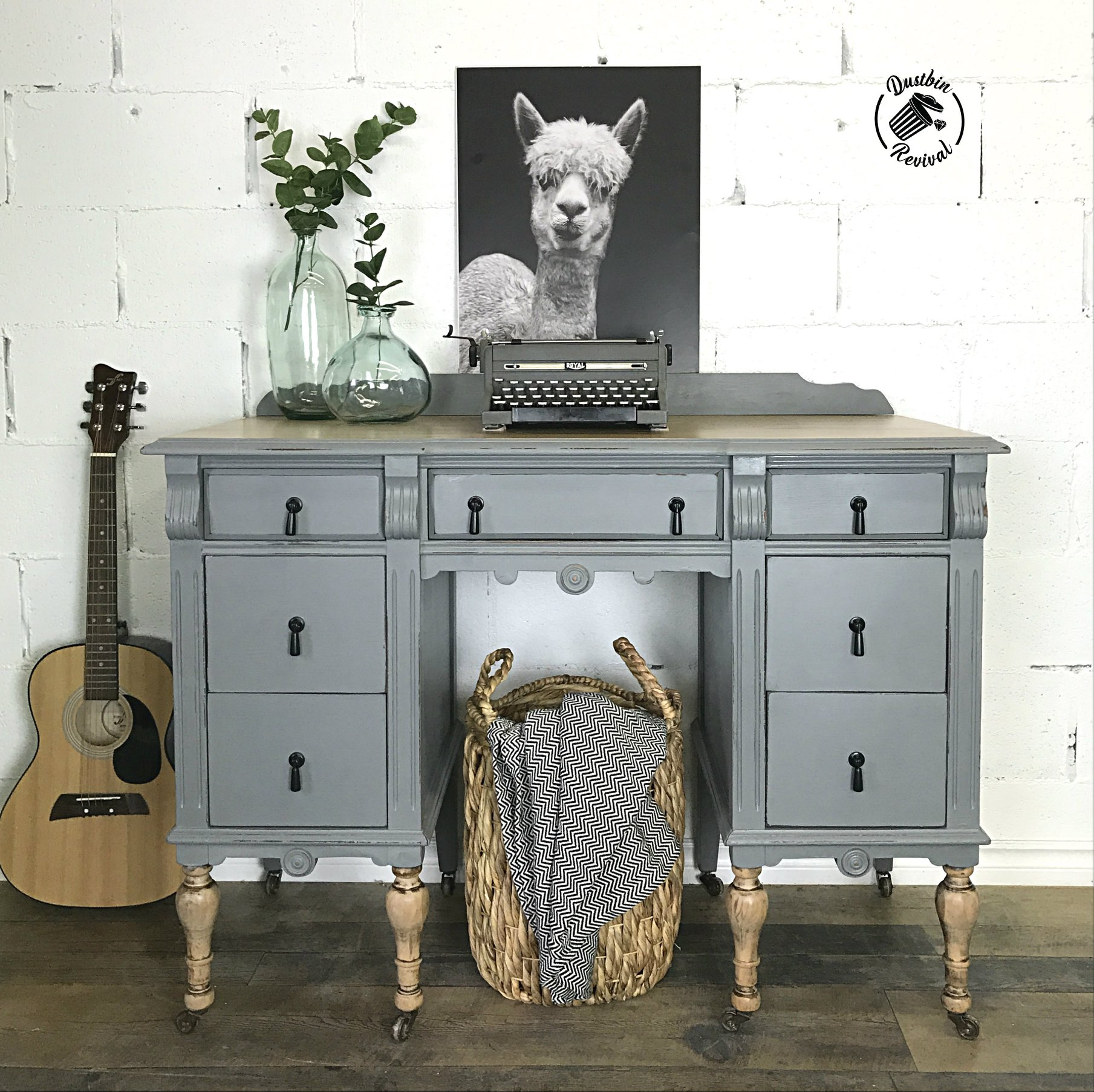 Vintage Desk in Rocky Mountain Mixed with Elegance
