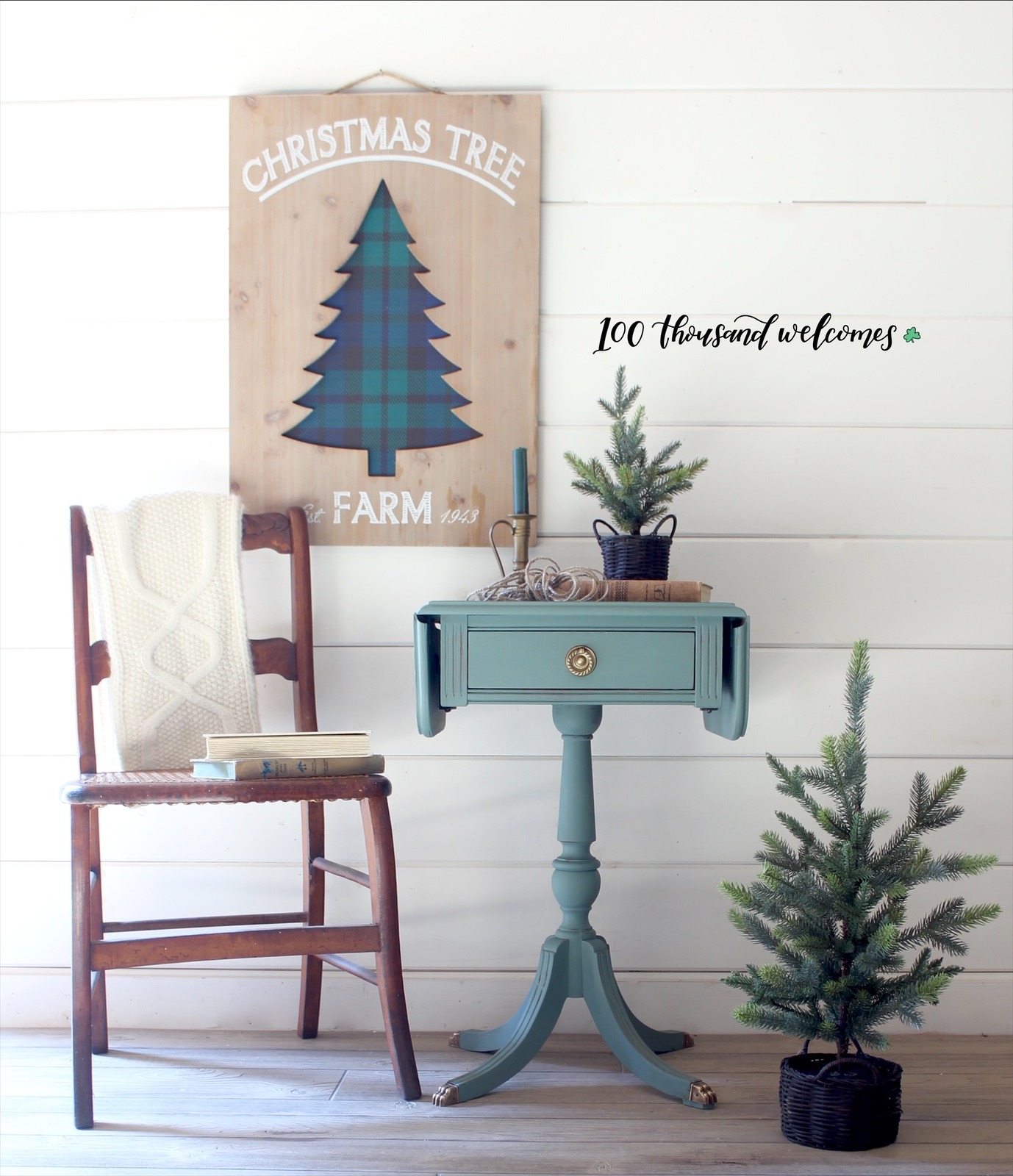 Petite Decorate Pedestal Table in Belle of Ball