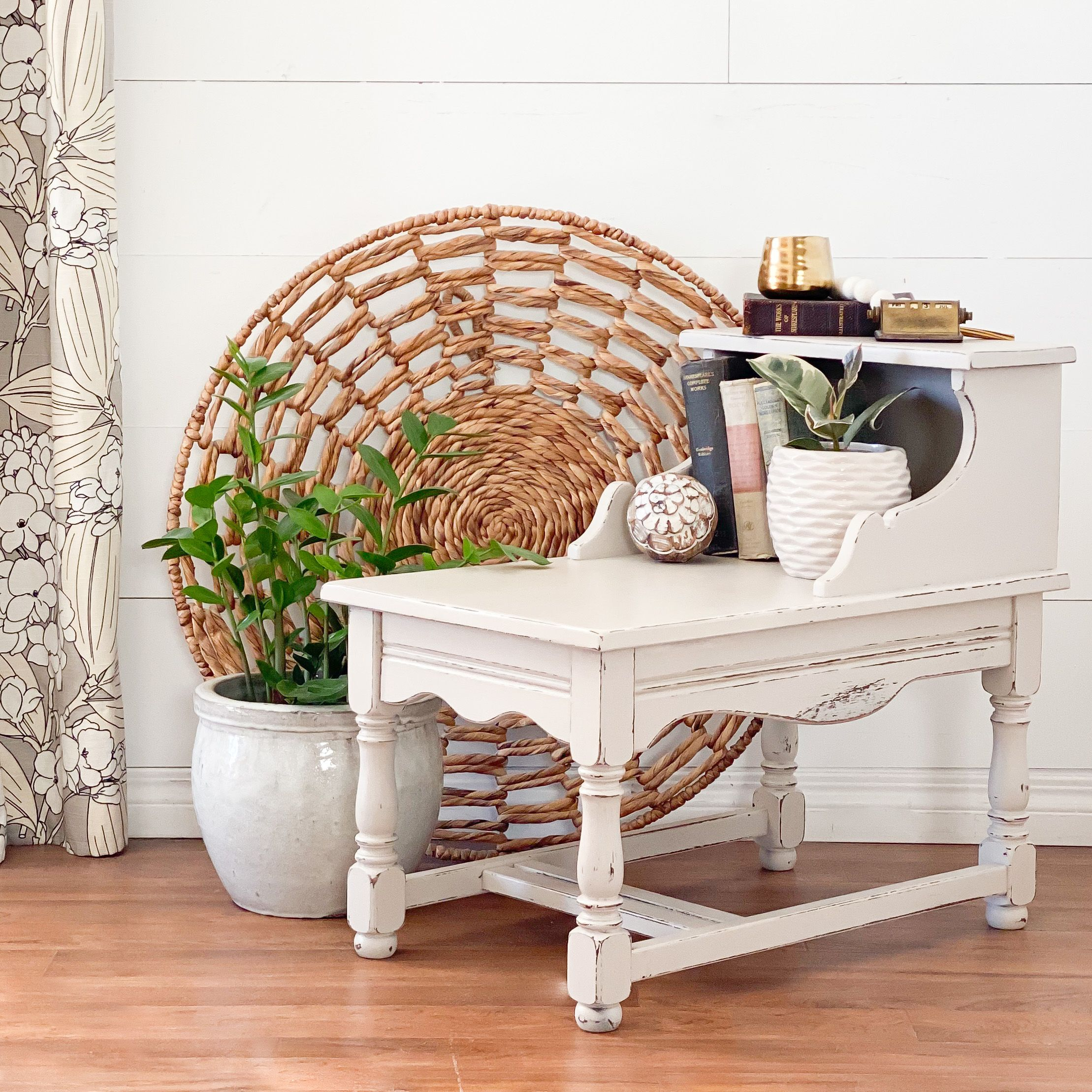 Accent/Side Table in Pop The Bubbly