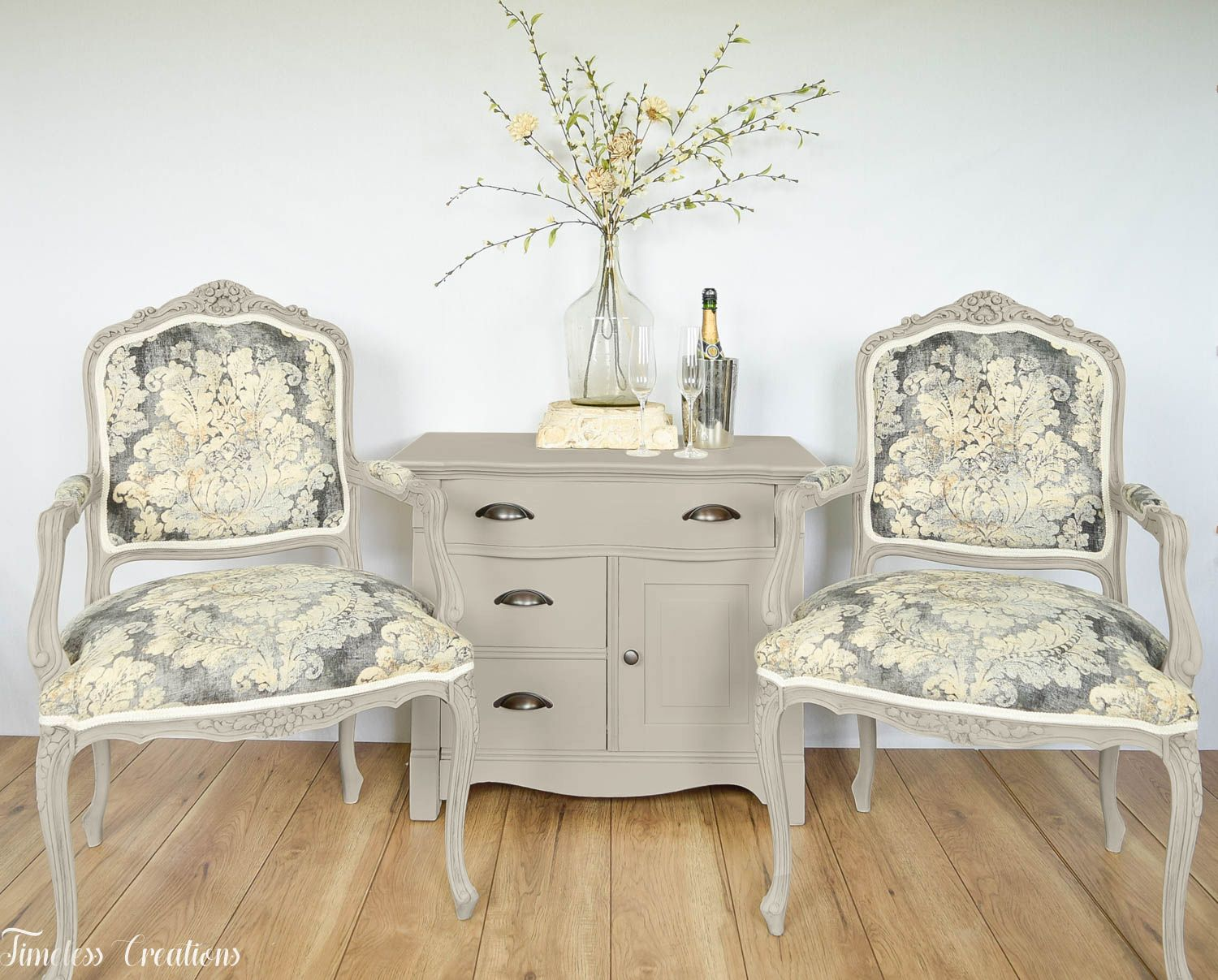 Accent/Storage Table and Chairs in Pop The Bubbly