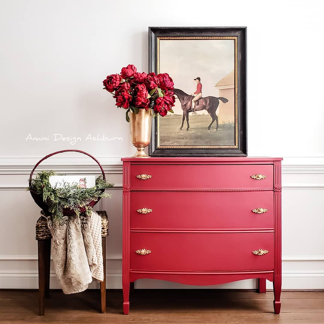 Bow-Front Three Drawer Dresser in Devotion with Gold Hardware
